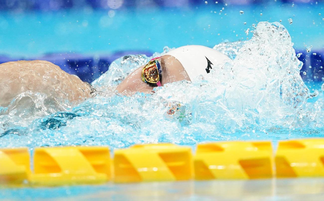女子100メートル自由形予選 力泳する池江(撮影・菅敏)