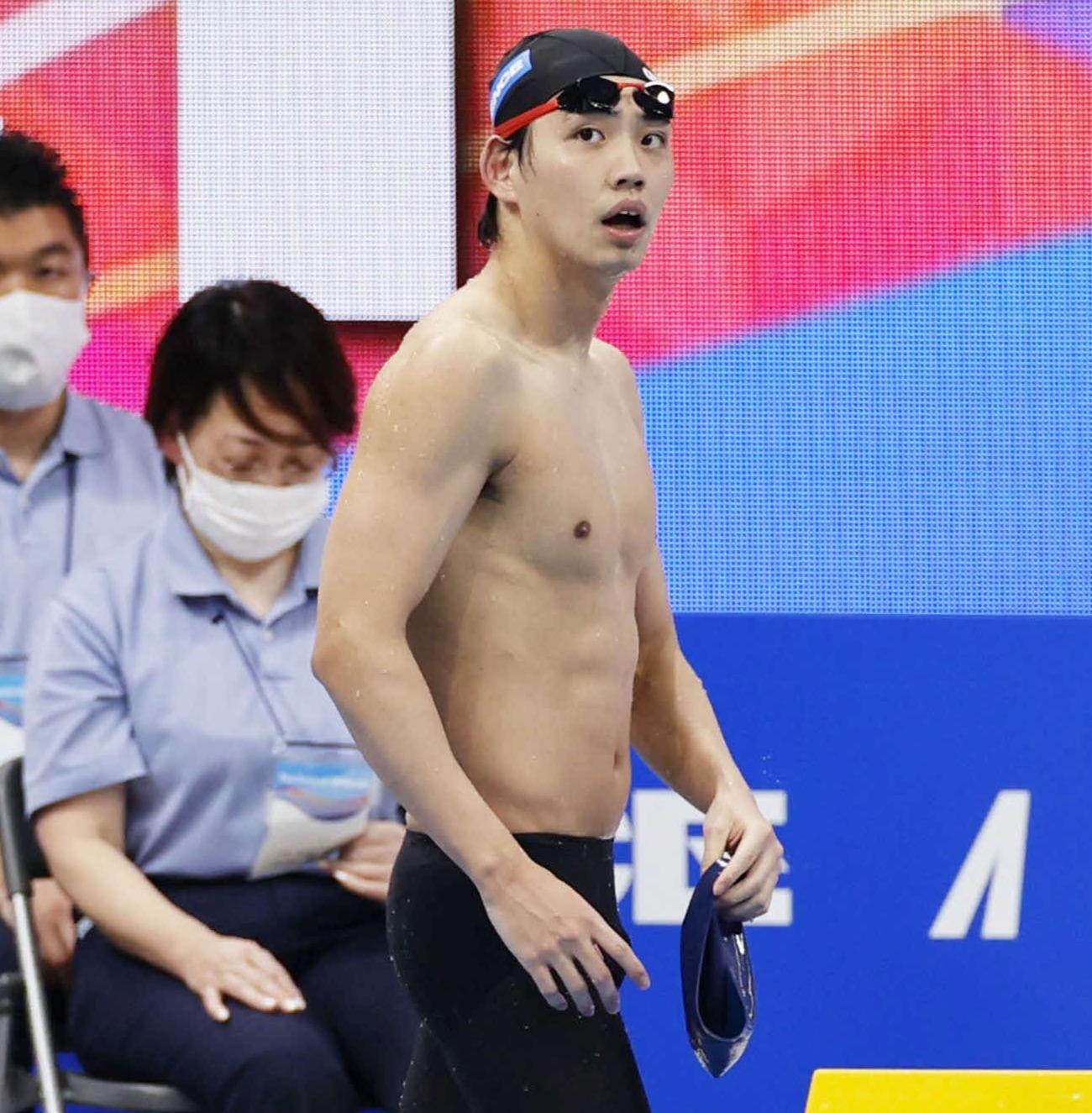 男子800メートル自由形決勝のレースを終え引き揚げる2位の竹田(代表撮影)