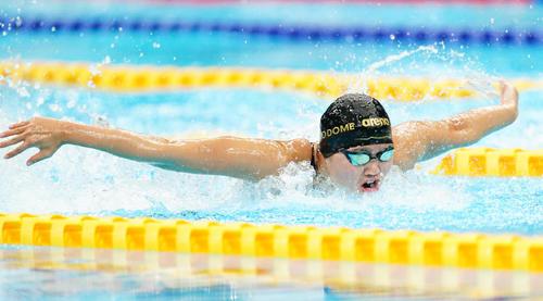 女子200メートルバタフライ決勝 力泳する長谷川涼香(撮影・菅敏)