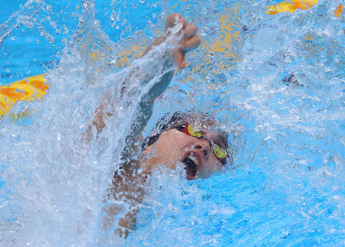 男子100メートル自由形で優勝した中村(代表撮影)
