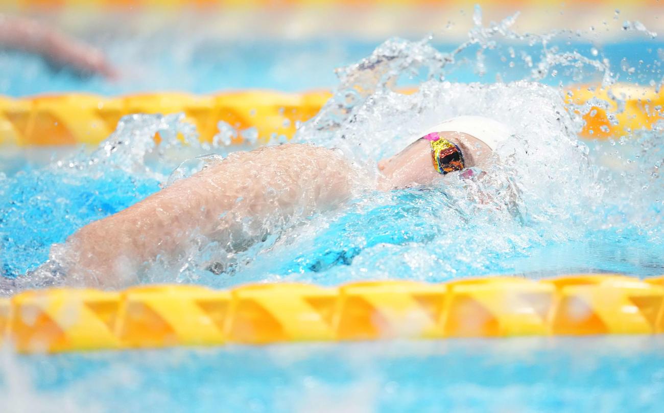 女子100メートル自由形決勝で力泳する池江(撮影・鈴木みどり)