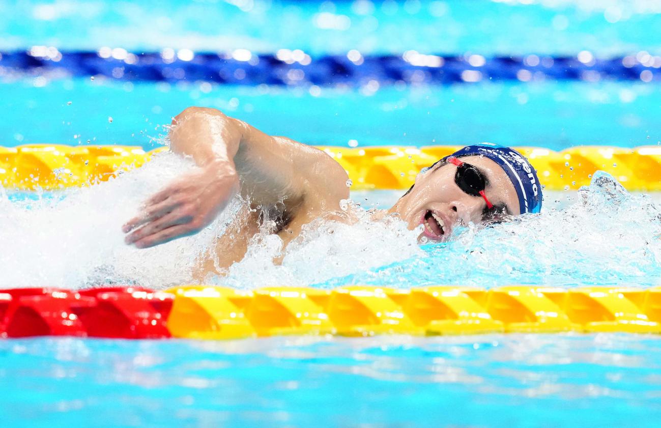 男子1500メートル自由形決勝、力泳する竹田(撮影・江口和貴)