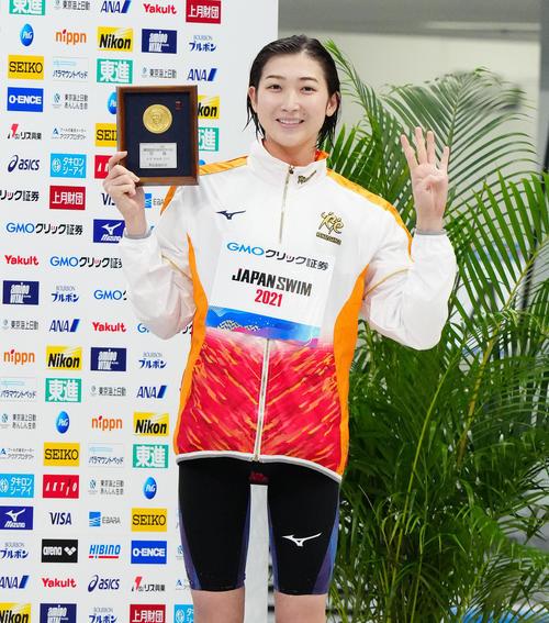 女子50メートル自由形決勝で優勝し四冠を達成した池江(撮影・江口和貴)