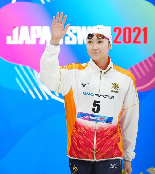 女子50メートルバタフライ決勝に臨む池江(撮影・江口和貴)