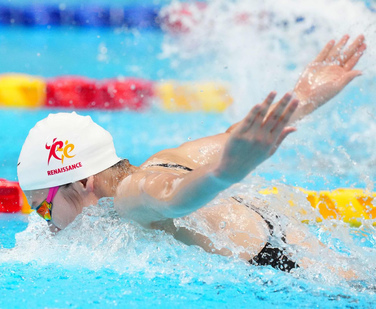 女子50メートルバタフライ予選、力泳する池江(撮影・江口和貴)