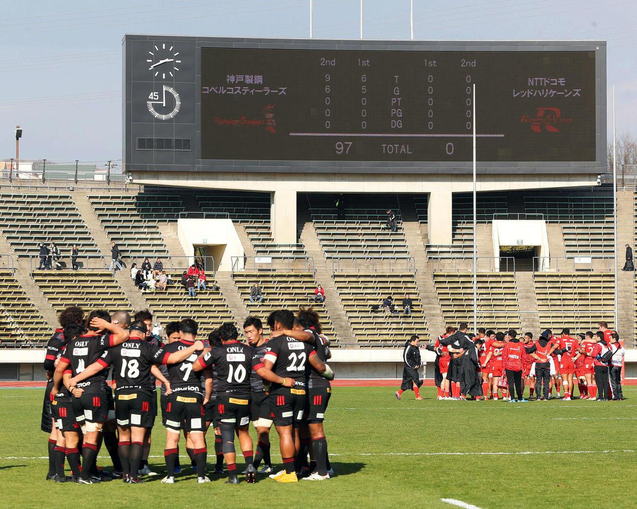 神戸製鋼(右奥)がNTTドコモにトップリーグ史上最多得点差となる97-0で大勝(2020年2月2日撮影)