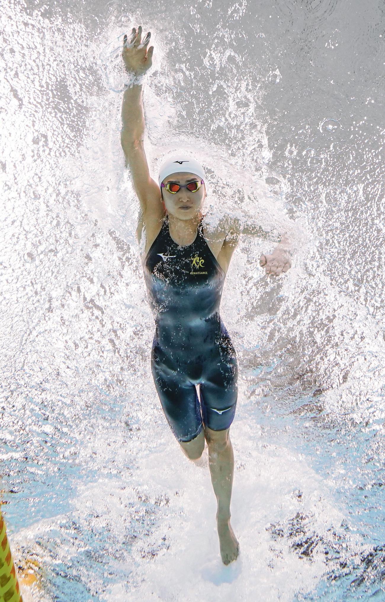 女子50メートル自由形準決勝 力泳する池江璃花子(共同)