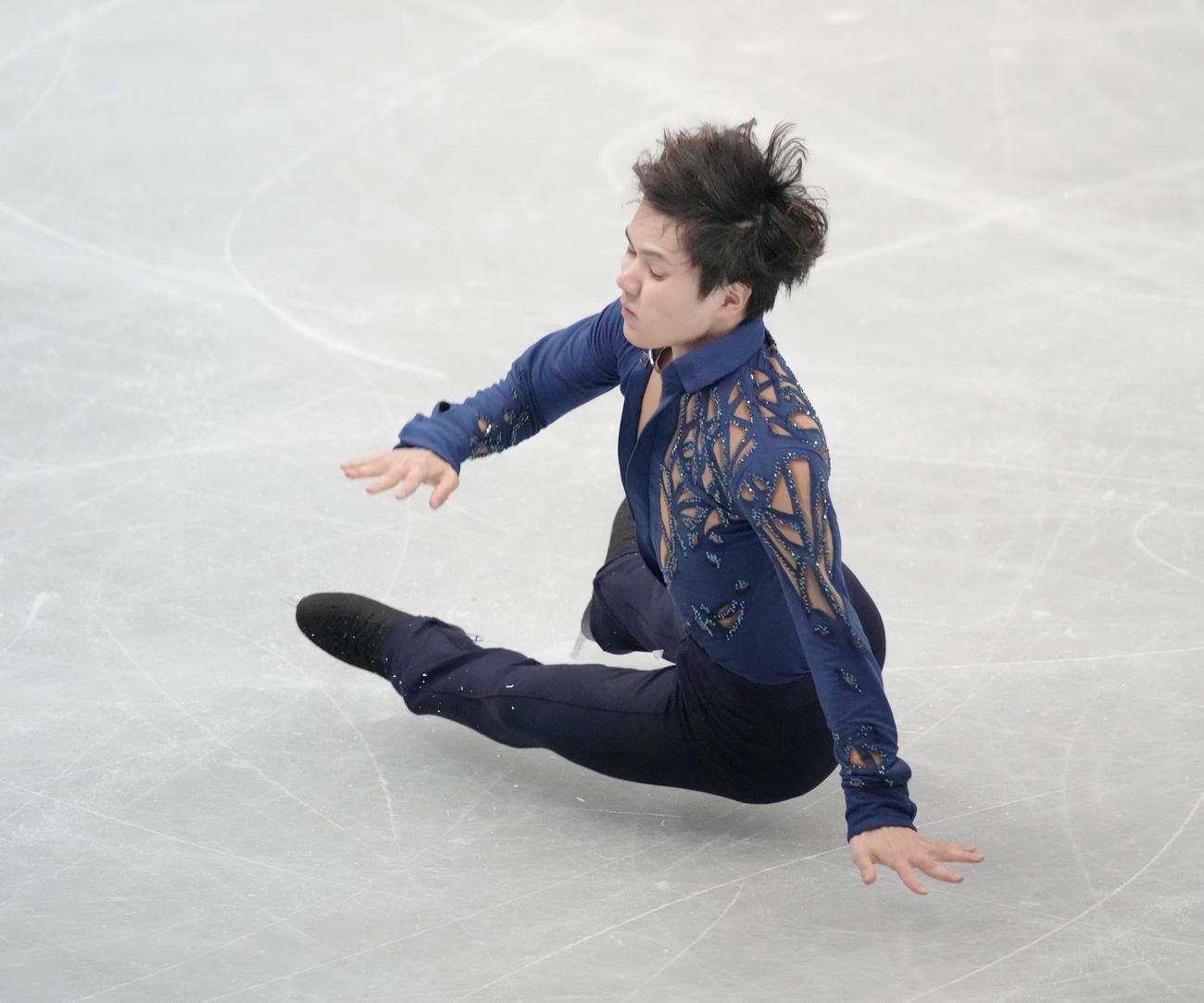 男子フリー ジャンプで転倒する宇野昌磨(代表撮影)