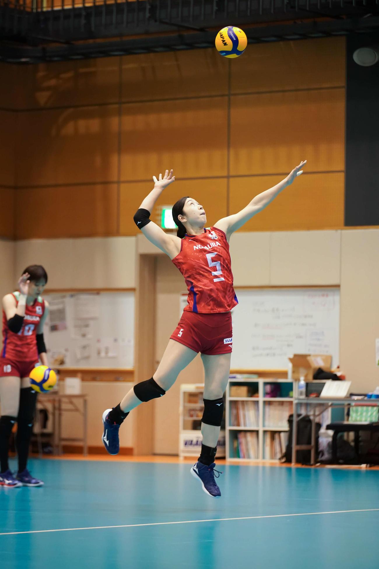 4大会連続五輪出場を目指して練習に打ち込むバレーボール女子日本代表主将の荒木絵里香=2021年4月18日(提供:日本バレーボール協会)