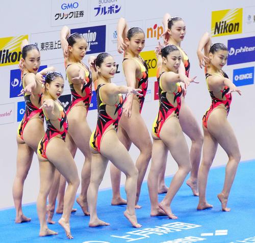 チームフリールーティンで優勝した井村アーティスティックスイミングクラブA(撮影・江口和貴)