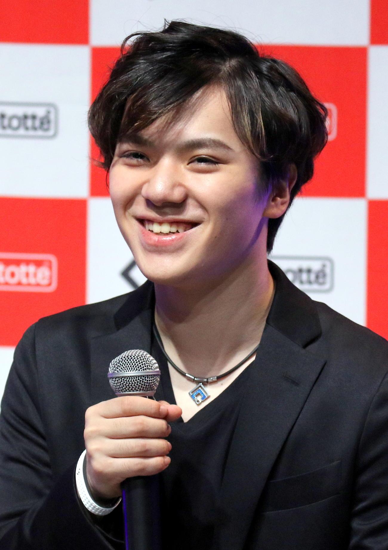 名古屋市内で「コラントッテ」の新ネックレス発表会に出席した宇野昌磨(撮影・木下淳)