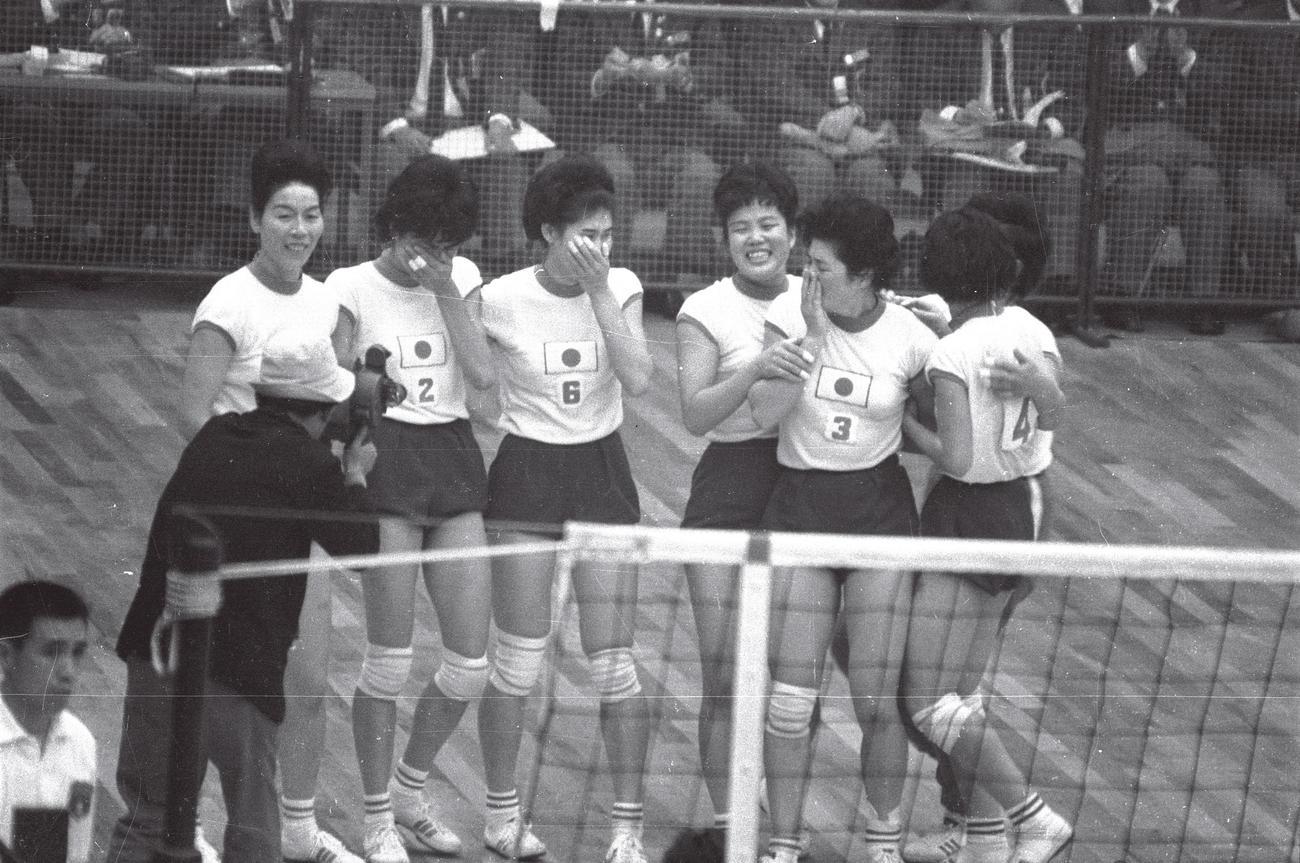 東京五輪女子バレーボール決勝 日本対ソ連 東洋の魔女は金メダルを勝ち取った
