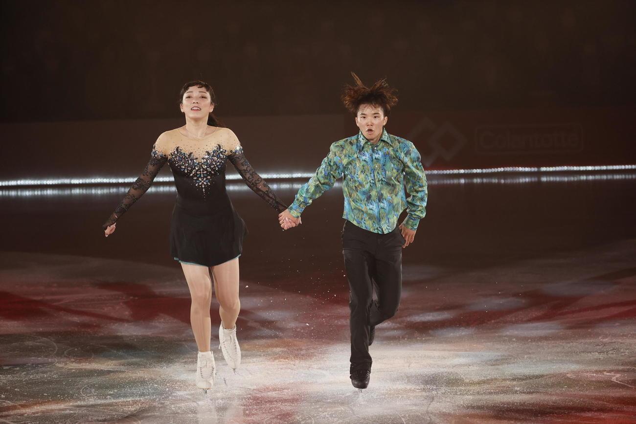 ザ・アイスで演技する友野一希(右)と本郷理華さん(C)THE ICE 2021/Koichi Nakamura