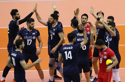 日本対イラン 試合前、円陣を組むイランの選手たち(撮影・垰建太)