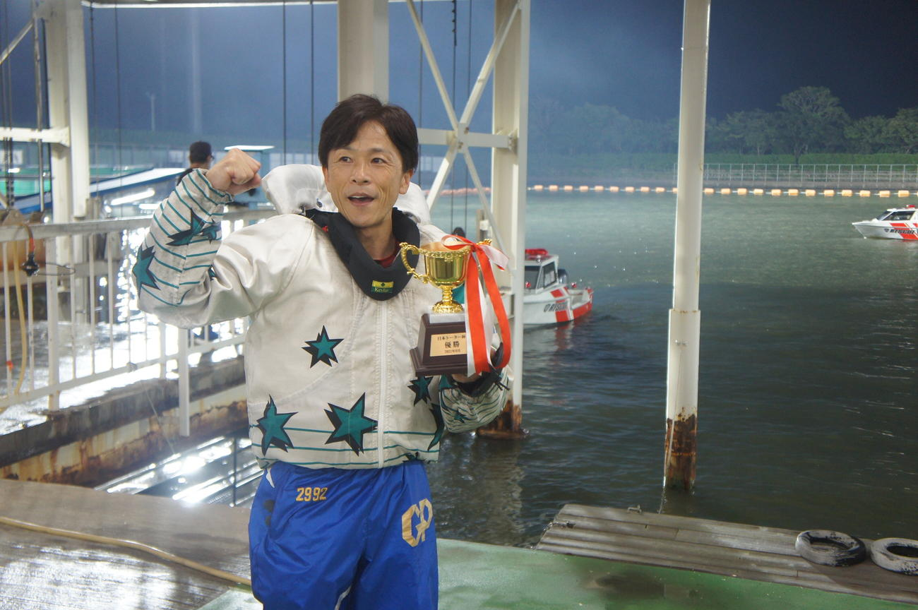 市川哲也は今村豊氏のパンツを着用し通算100度目の優勝を飾った