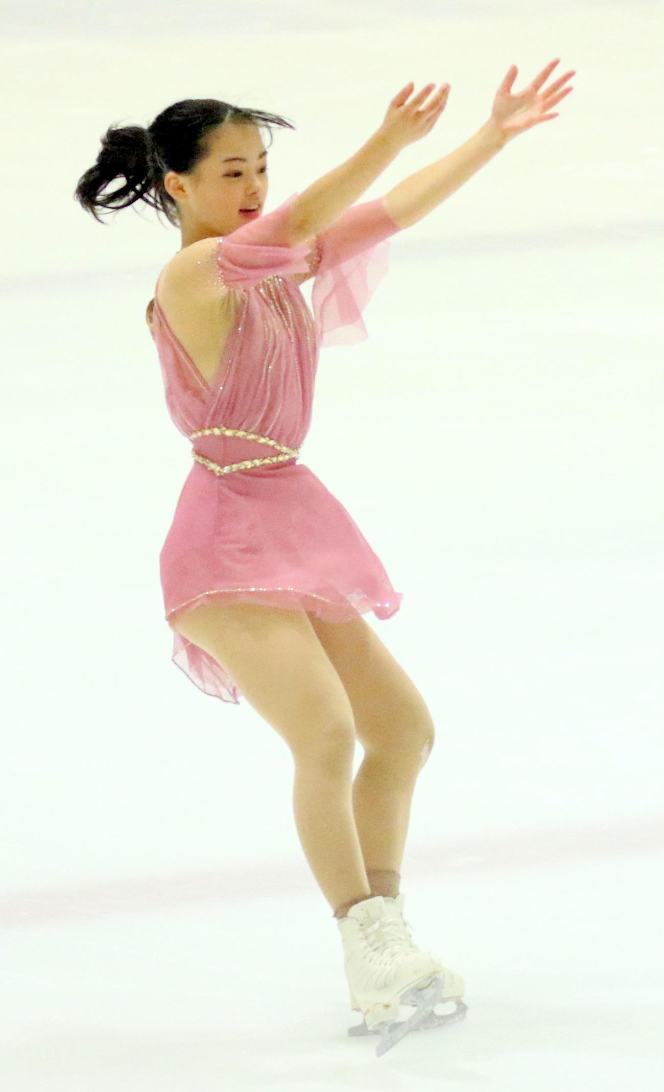 フィギュアスケート中部選手権 ジュニア女子のSPで首位発進した横井きな結(撮影・木下淳)
