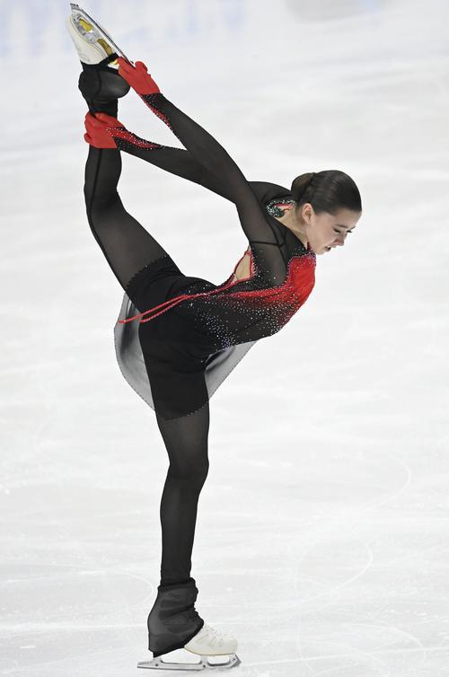 """ロシア15歳""""絶望""""ワリエワが世界新Vで北京金候補に名乗り 4回転3本 thumbnail"""