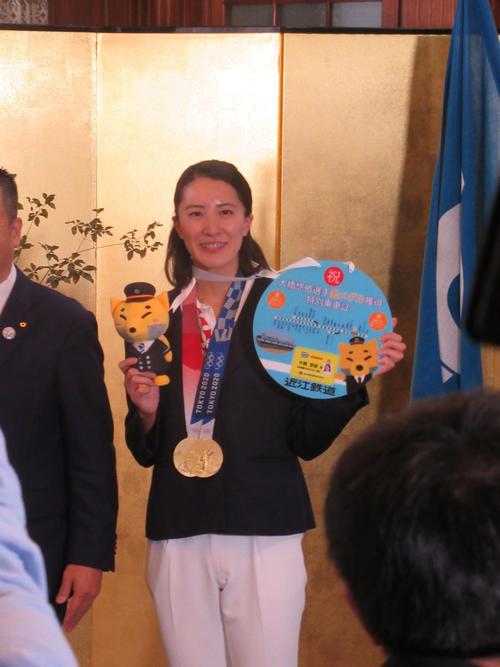 競泳五輪2冠大橋悠依 26歳誕生日に滋賀県民栄誉賞「こんな名誉な賞を」