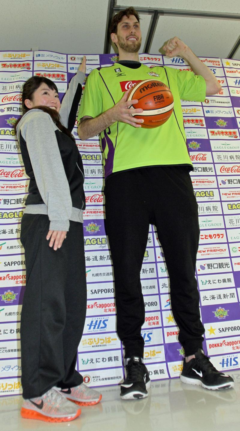 北海道バチンスキーは速くて軽い!最長身218cm - バスケット : 日刊 ...