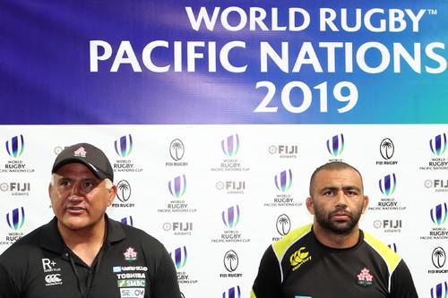 日本対米国 試合後、そろって報道陣に対応するジョセフ・ヘッドコーチ(左)とリーチ(撮影・狩俣裕三)