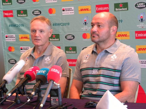 W杯に向けての思いを語ったアイルランドのジョー・シュミット監督(左)とフッカーのローリー・ベスト主将(撮影・松本航)