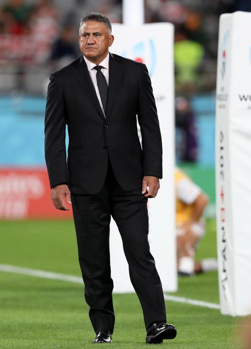 日本対南アフリカ 試合前、選手を見つめるジョセフ・ヘッドコーチ(撮影・狩俣裕三)