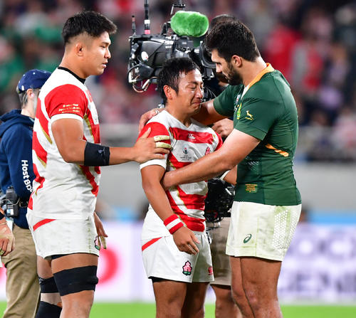 日本対南アフリカ 試合にやぶれ涙を流す流大(中央)(撮影・清水貴仁)=2019年10月20日、味の素スタジアム