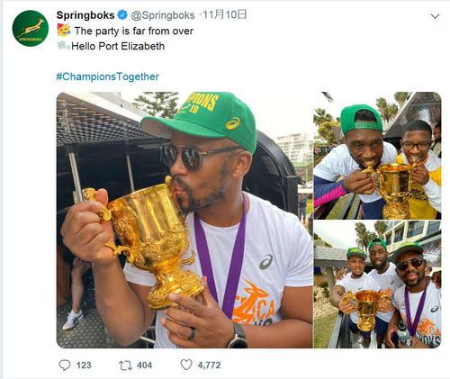 南アフリカは国内でVパレード中だが優勝杯のふたが消えている?(公式ツイッターから)